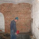 oczyszczanie ścian ze starego tynku